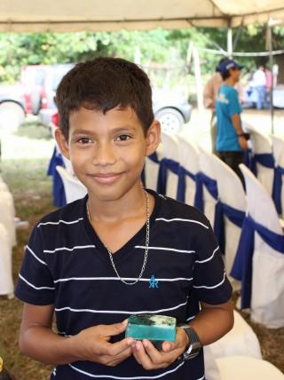 ニカラグアとパナマへ、石けんや文房具などを届けました