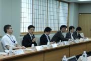 核廃絶に向けた外務省との意見交換会の様子が新聞報道されました