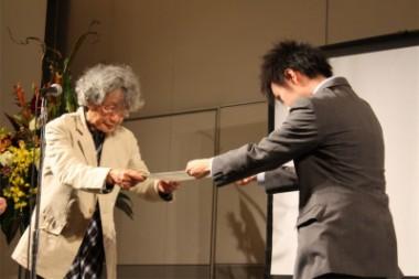 第8回旅と平和エッセイ大賞の受賞式を行いました
