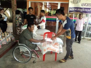 カンボジアの洪水被災者へ緊急支援を行いました