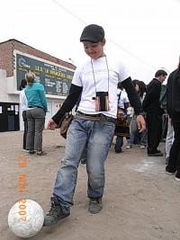 Jリーグチーム「コンサドーレ札幌」からボールを提供していただきました