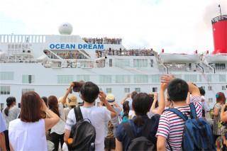 船体に国連「SDGs」のロゴマークを刻み、第92回ピースボート地球一周の船旅が出航!
