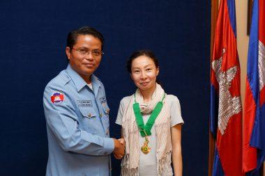 カンボジア王国から勲章を受章しました