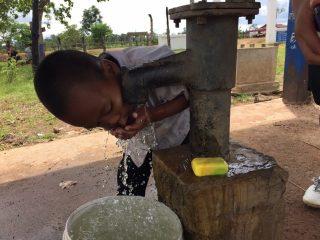 カンボジアの小学校で手洗いプロジェクトを開始しました