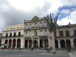 キューバ・日本語を学ぶ大学生と交流(ハバナ)