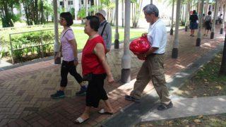 必要な人に食料を!フードバンクの活動を体験−シンガポール