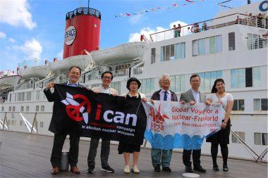 ノーベル平和賞メダル携え核廃絶訴える。第98回ピースボートが横浜港に帰港しました!