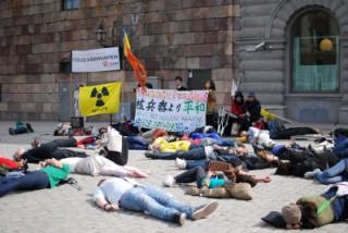 ストックホルム寄港にあたり、スウェーデンの国会議員と核廃絶声明を発しました