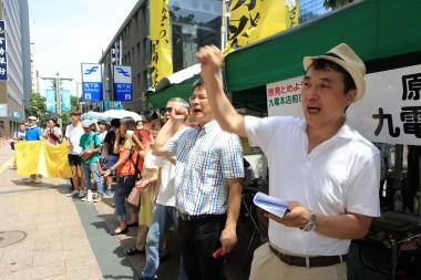 多くの市民が九州電力本社前に集まり、原発再稼働に対する声を届けました