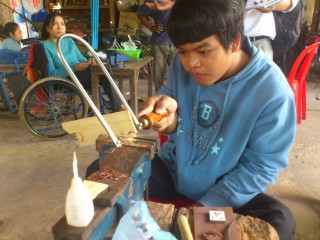 カンボジアの障がい者職業訓練「2014年度木工彫刻トレーニング」が終了しました