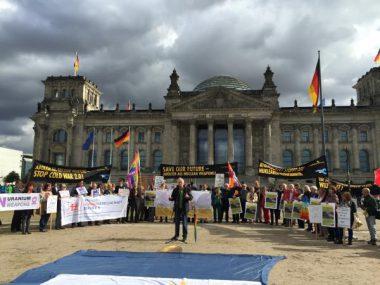 武器からひとへ! 世界のお金を、産業を ~IPB世界大会inベルリンに参加しました