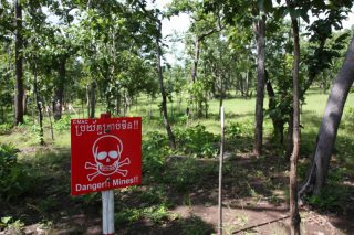 「カンボジアから地雷をなくそう100円キャンペーン」募金にご協力ください