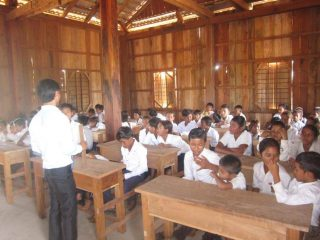 「カンボジアから地雷をなくそう100円キャンペーン」 地雷原が小学校に生まれかわりました