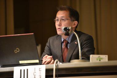 核兵器禁止条約や米国、日本の核政策に関する川崎哲の発言が報道されています