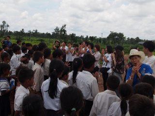 カンボジア手洗いプロジェクト・スナハイ小学校に石けんを届けました
