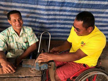 カンボジアで地雷被害者への職業訓練を支援しています