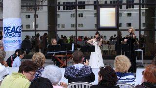 平和と音楽の船旅~「明子さんの被爆ピアノ」の音色を2,000人以上に届けました
