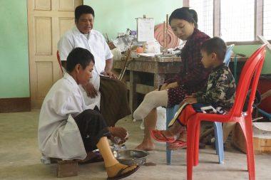 8/11【世界を学ぼう】ミャンマーの地雷と義足支援
